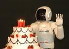 ASIMO - humanoidalny robot Hondy obchodzi dziesiąte urodziny