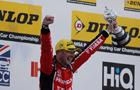 Zespół Honda Yuasa Racing biorący udział w zawodach British Touring Car zdobywa pierwsze trofeum dla