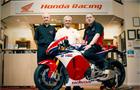 Pierwsza na świecie dostawa modelu RC213V-S do klienta odbywa się w centrali wyścigowej w Honda UK.