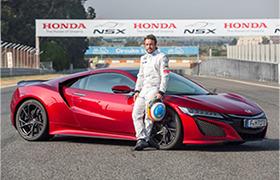 Fernando Alonso, kierowca zespołu McLaren Honda, sprawdza możliwości modelu NSX na torze Circuito Es