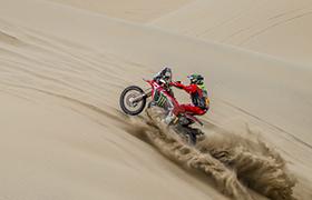 Nacho Cornejo awansuje na przedostatnim etapie Dakaru